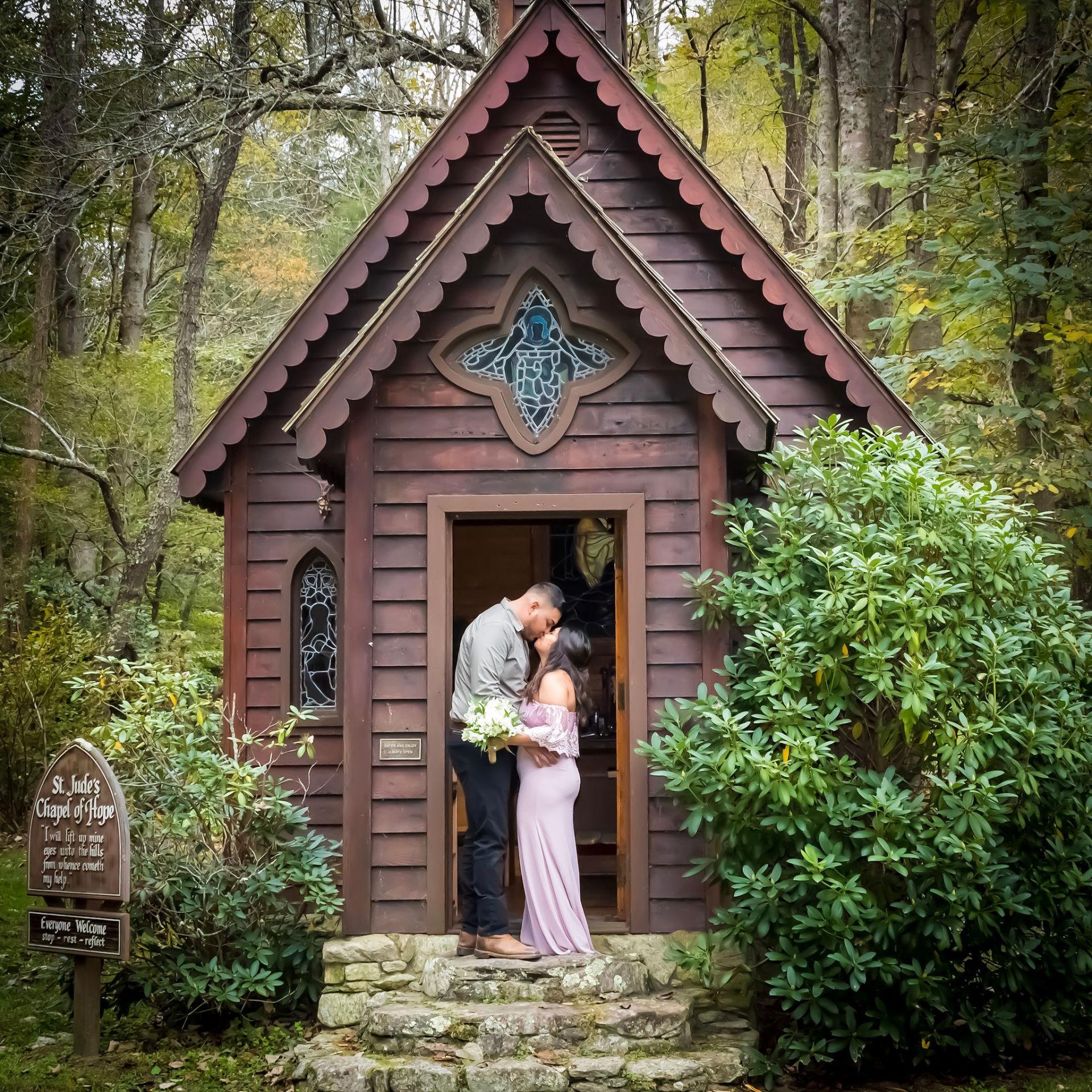 A Sweet Elopement at St. Judes Chapel of Hope